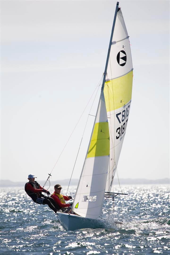 125 Thomson Sails 01